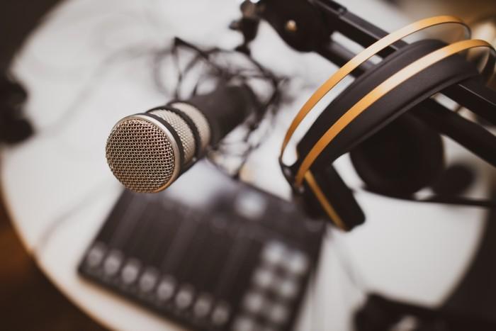 micrófono de podcast en español